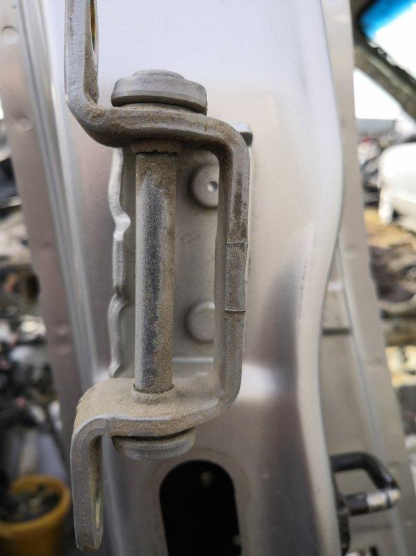 Петля двери Nissan Primera P12 QR20 2001 задняя правая (б/у)