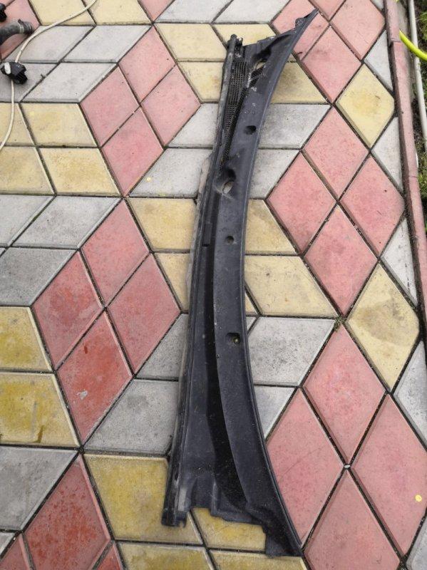 Решетка под лобовое стекло Nissan Wingroad Y11 QG15-DE 1999 (б/у)