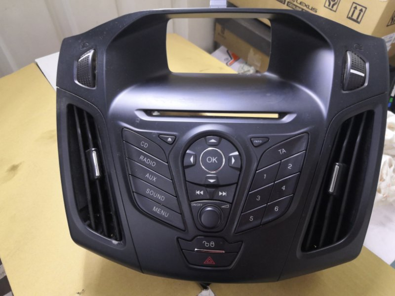 Рамка магнитофона Ford Focus 3 CB8 2010 (б/у)