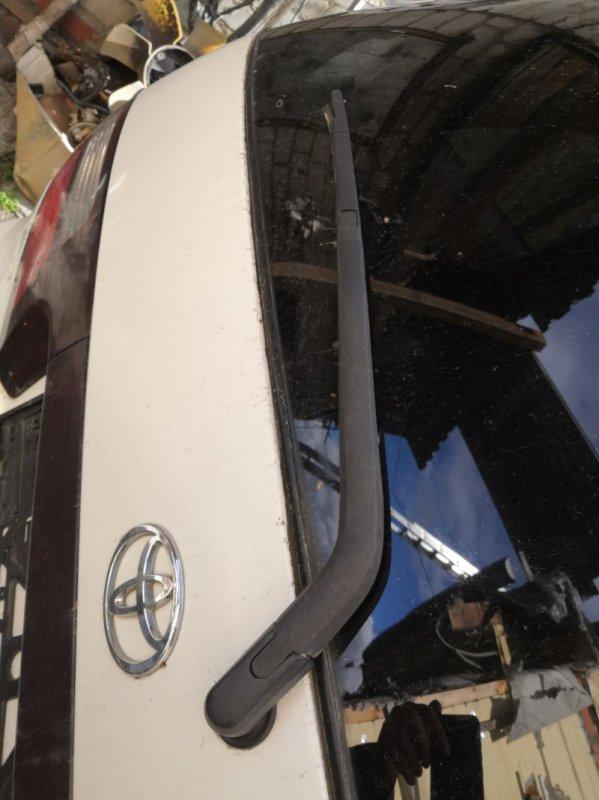 Держатель дворника Toyota Estima XR30 2AZ-FE 2000 задний (б/у)