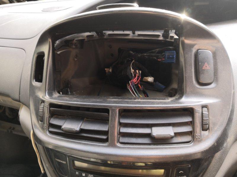 Рамка магнитофона Toyota Estima XR30 2AZ-FE 2000 передняя (б/у)