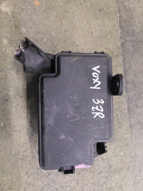 Блок предохранителей Toyota Voxy R60 3ZR 2005 (б/у)