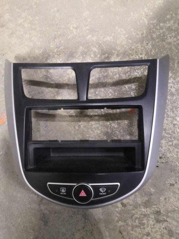 Рамка магнитофона Hyundai Solaris RB 2011 передняя (б/у)