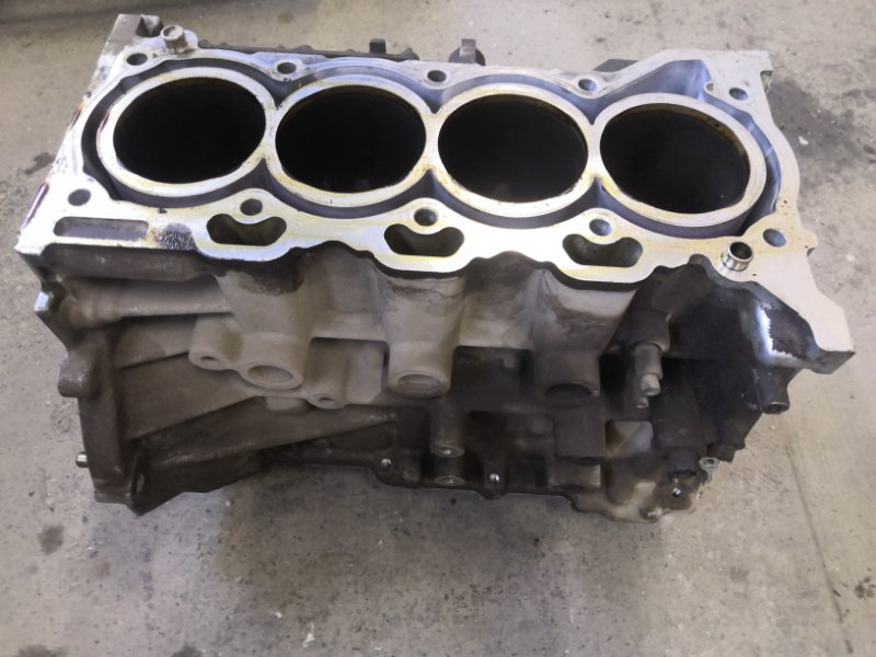 Блок двигателя Toyota Avensis T270 2ZR FAE 2009 (б/у)