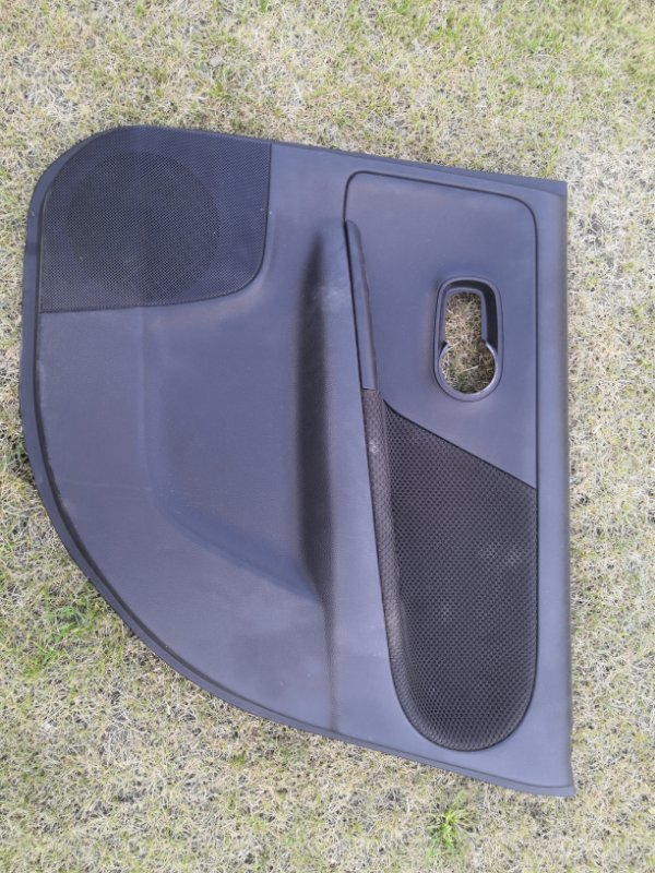 Обшивка двери Nissan Note E11 HR16 2005 задняя (б/у)