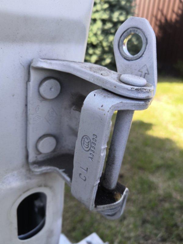 Петля двери Renault Koleos HYO 2008 задняя левая (б/у)