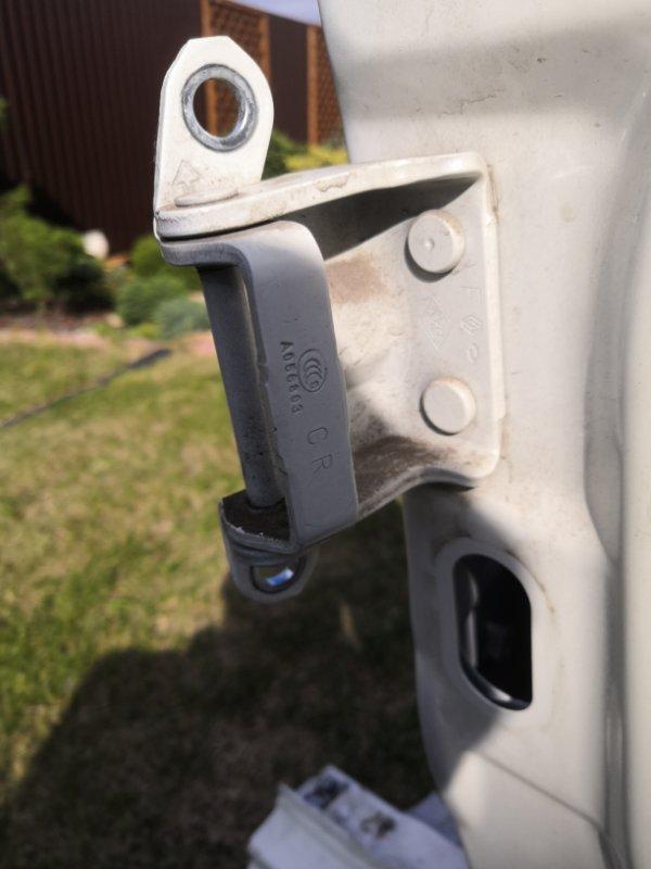 Петля двери Renault Koleos HYO 2008 задняя правая (б/у)