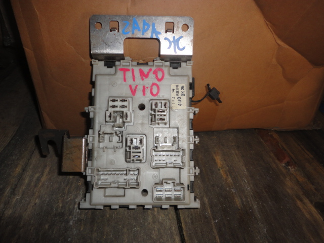Блок предохранителей Nissan Tino V10 (б/у)