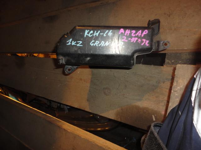 Блок предохранителей Toyota Granvia KCH16W 1KZ (б/у)