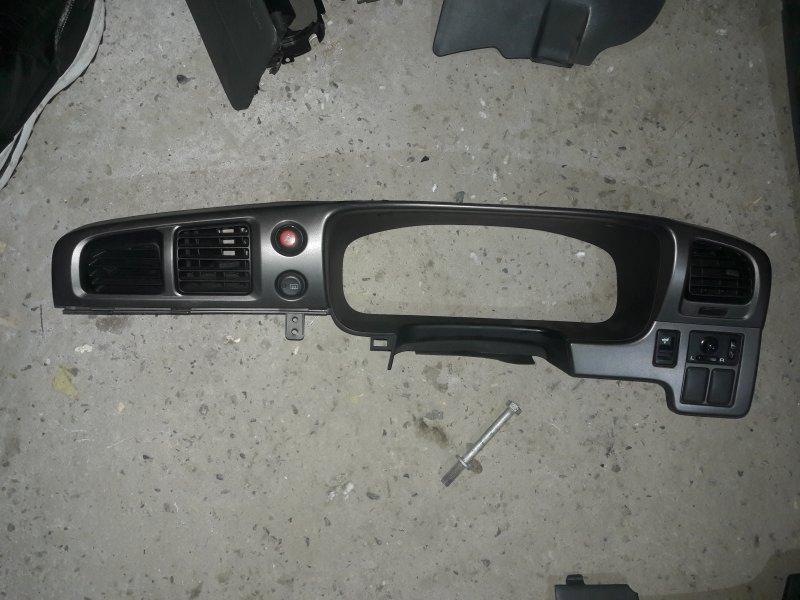 Накладка на торпеду Nissan Avenir W11 QG18 1999 (б/у)