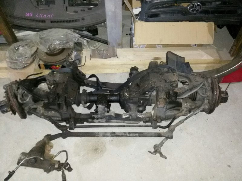Стойка Nissan Datsun RMD22 QD32 передняя правая (б/у)