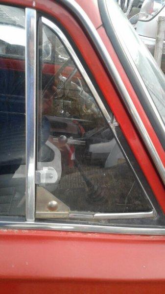 Форточка двери Lada (Ваз) 2102 УНИВЕРСАЛ 1971 передняя правая (б/у)