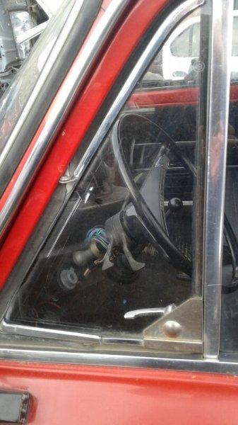 Форточка двери Lada (Ваз) 2102 УНИВЕРСАЛ 1971 передняя левая (б/у)