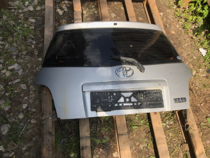 Крышка багажника Toyota Ist (б/у)