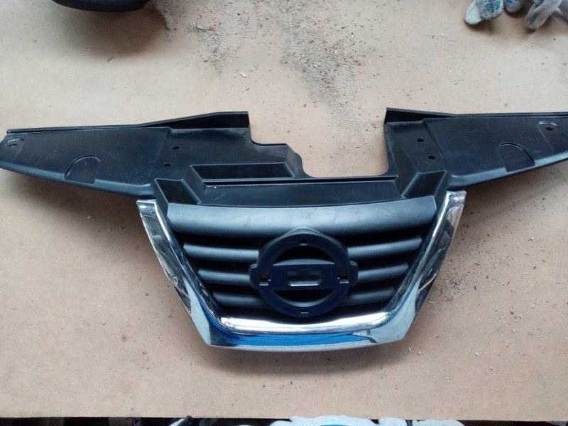 Решетка радиатора Nissan Juke 2011 (б/у)