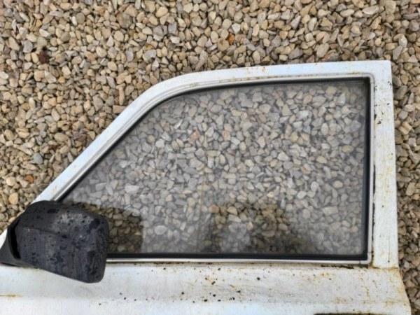 Стекло дверное Газ 2410 переднее левое (б/у)