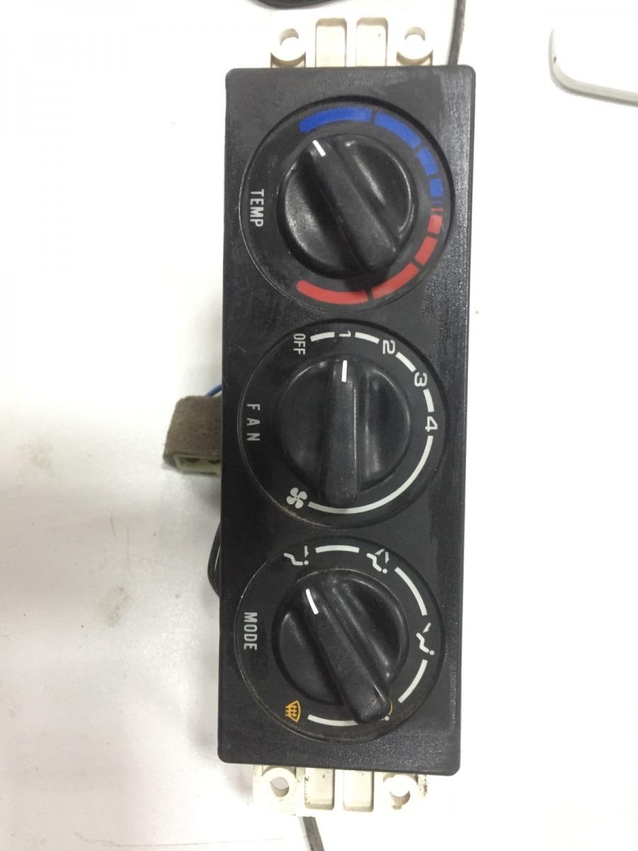 Блок управления климатической установкой Kia Sportage 1 2.0 1993 (б/у)