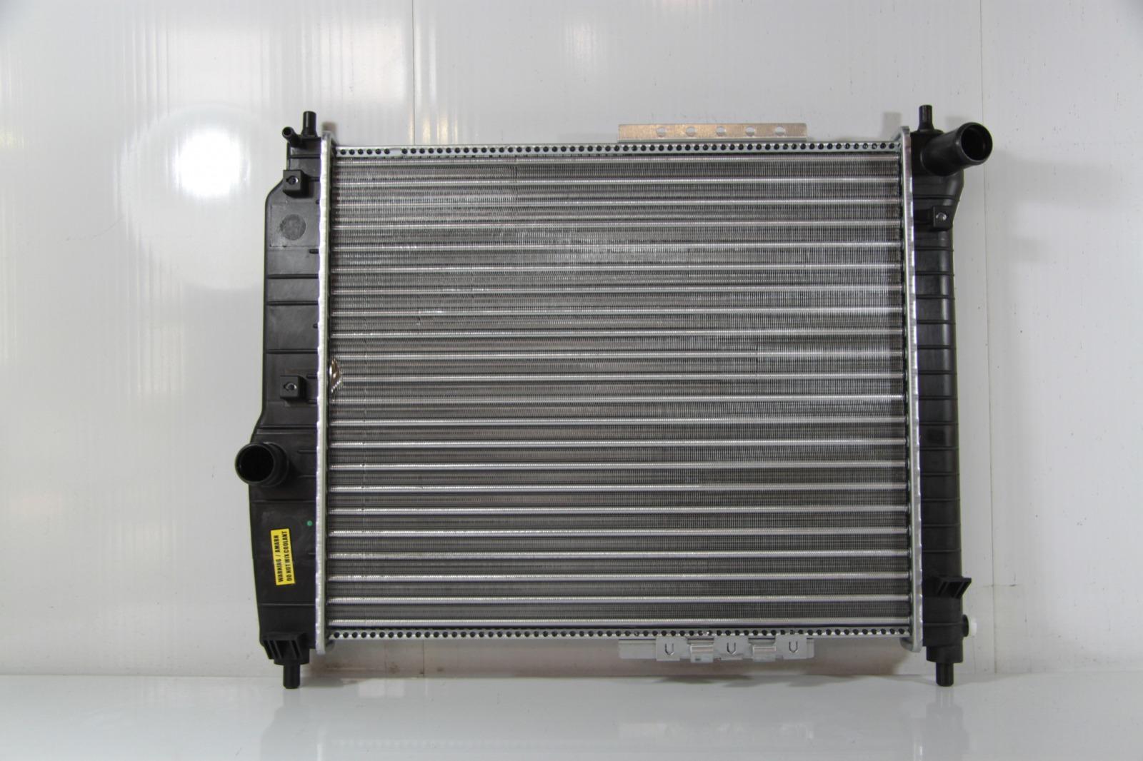Радиатор охлаждения Chevrolet Aveo T200 2004