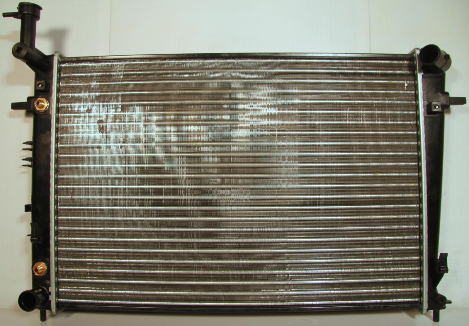 Радиатор охлаждения Hyundai Sportage 2 2.0 2005