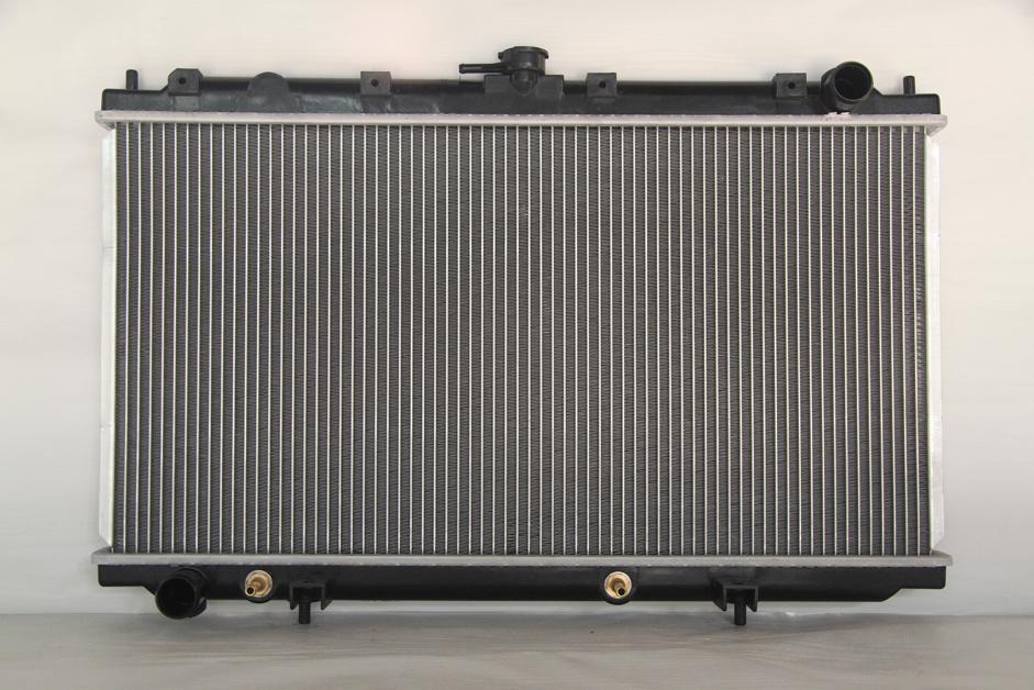 Радиатор охлаждения Nissan Primera P11 1995