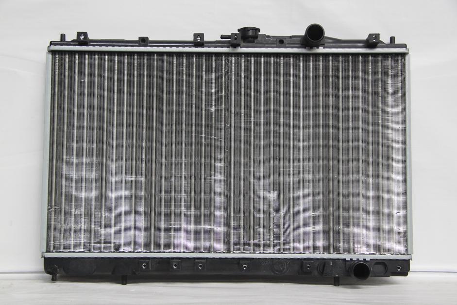 Радиатор охлаждения Mitsubishi Galant 1987