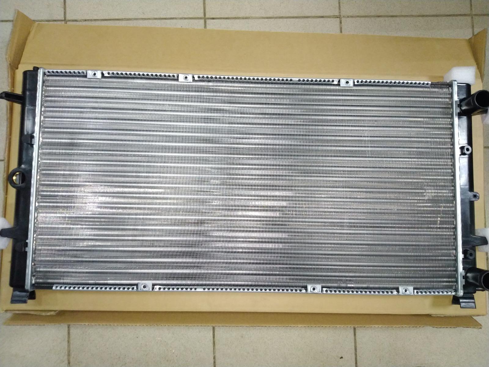 Радиатор охлаждения Volkswagen Transporter T4 1990