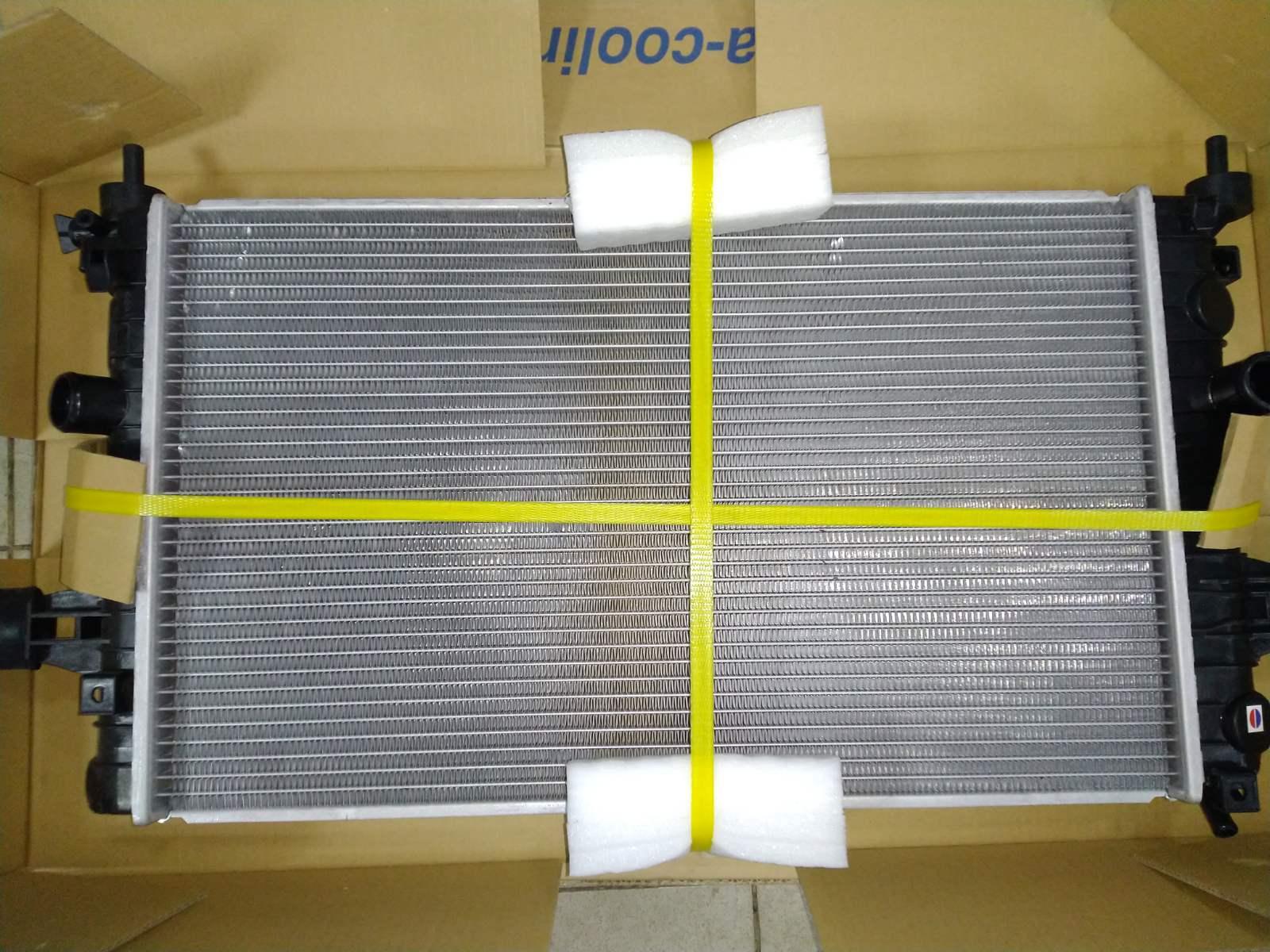 Радиатор охлаждения Opel Astra H 2006