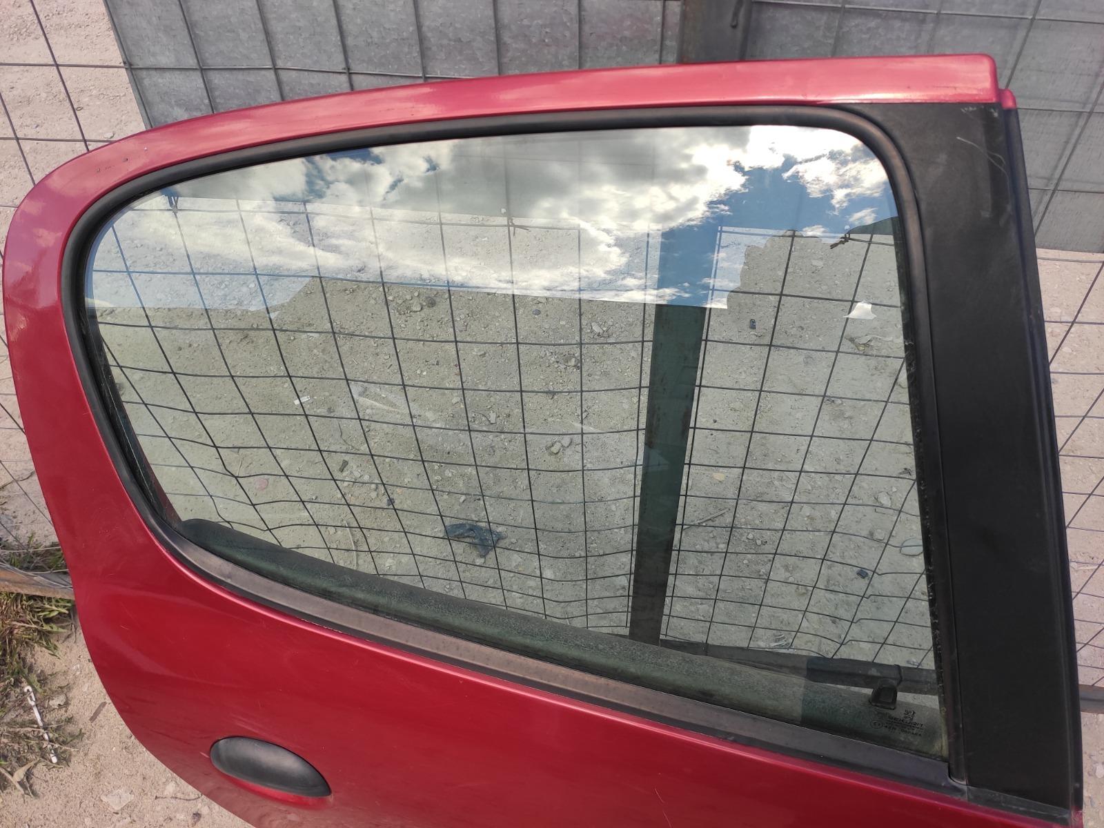 Стекло дверное Peugeot 206 ХЭТЧБЕК 5ДВ. 1.4 1998 заднее правое (б/у)