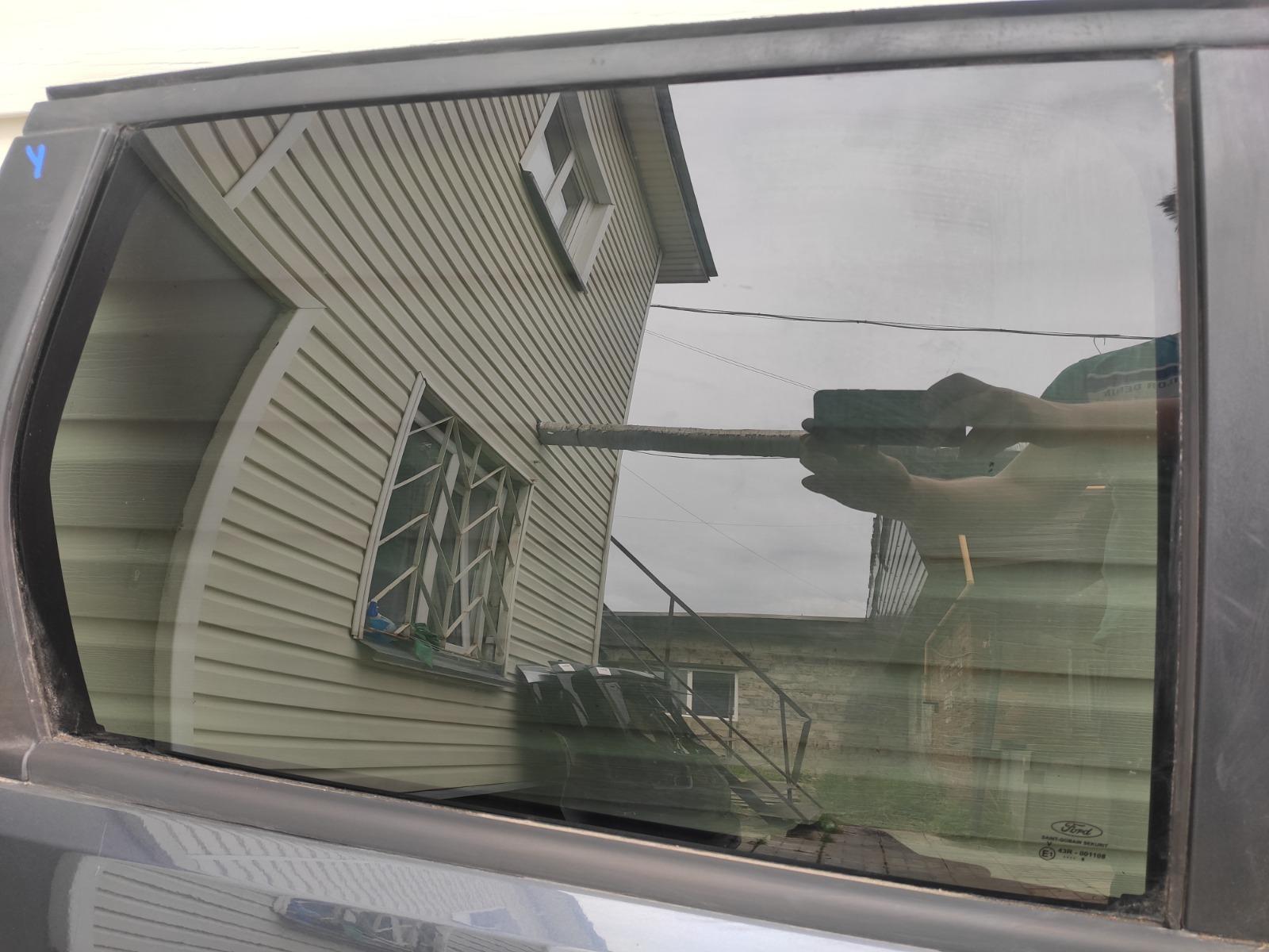 Стекло дверное Ford Focus 2 УНИВЕРСАЛ 2008 заднее правое (б/у)
