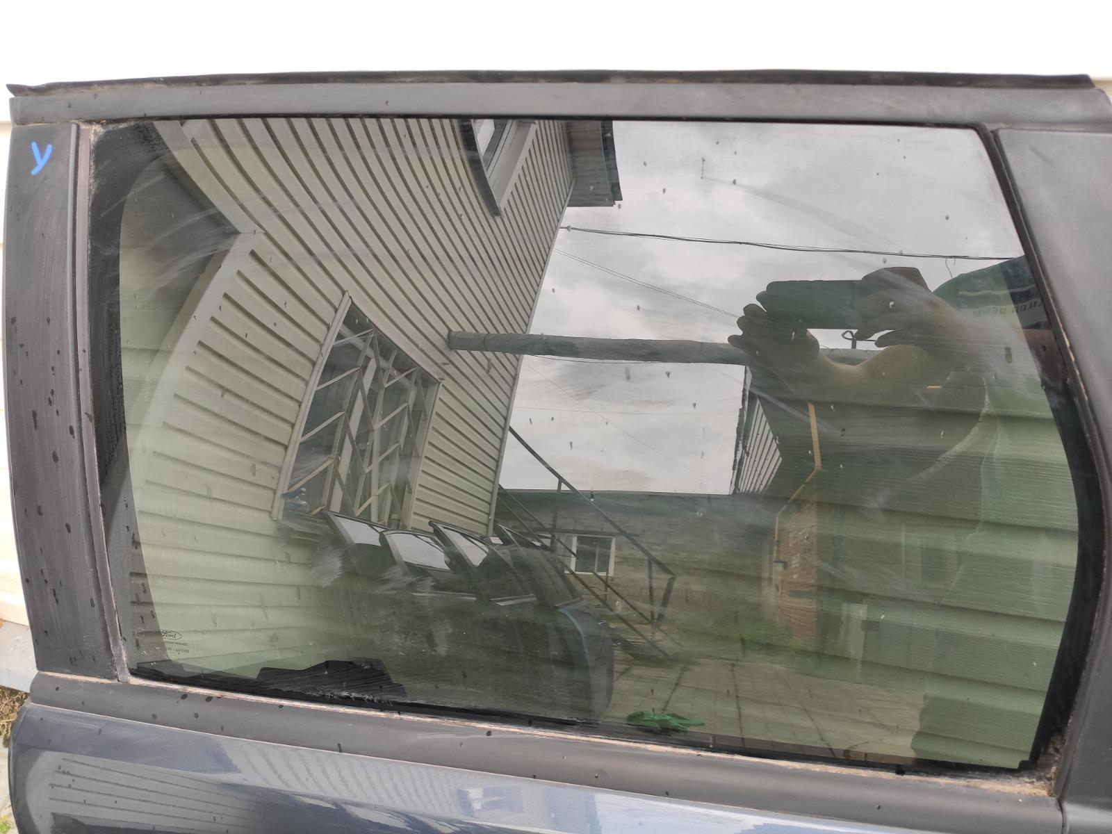 Стекло дверное Ford Focus 2 УНИВЕРСАЛ 2008 заднее левое (б/у)