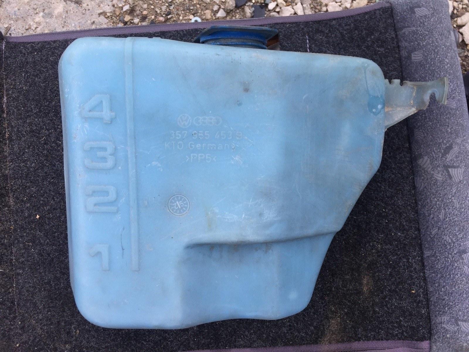 Бачок омывателя Volkswagen Passat B3 1.8 1988 (б/у)