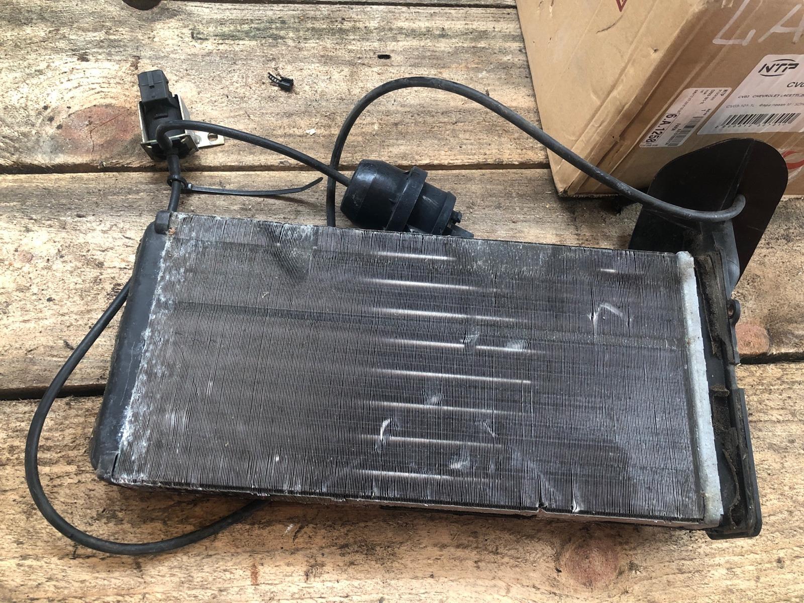 Радиатор печки, радиатор отопителя Volkswagen Transporter T4 1993 (б/у)