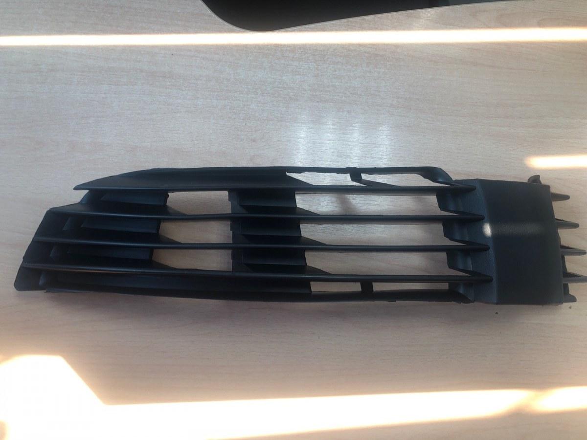 Решетка в бампер Volkswagen Passat B5+ 2003 передняя левая