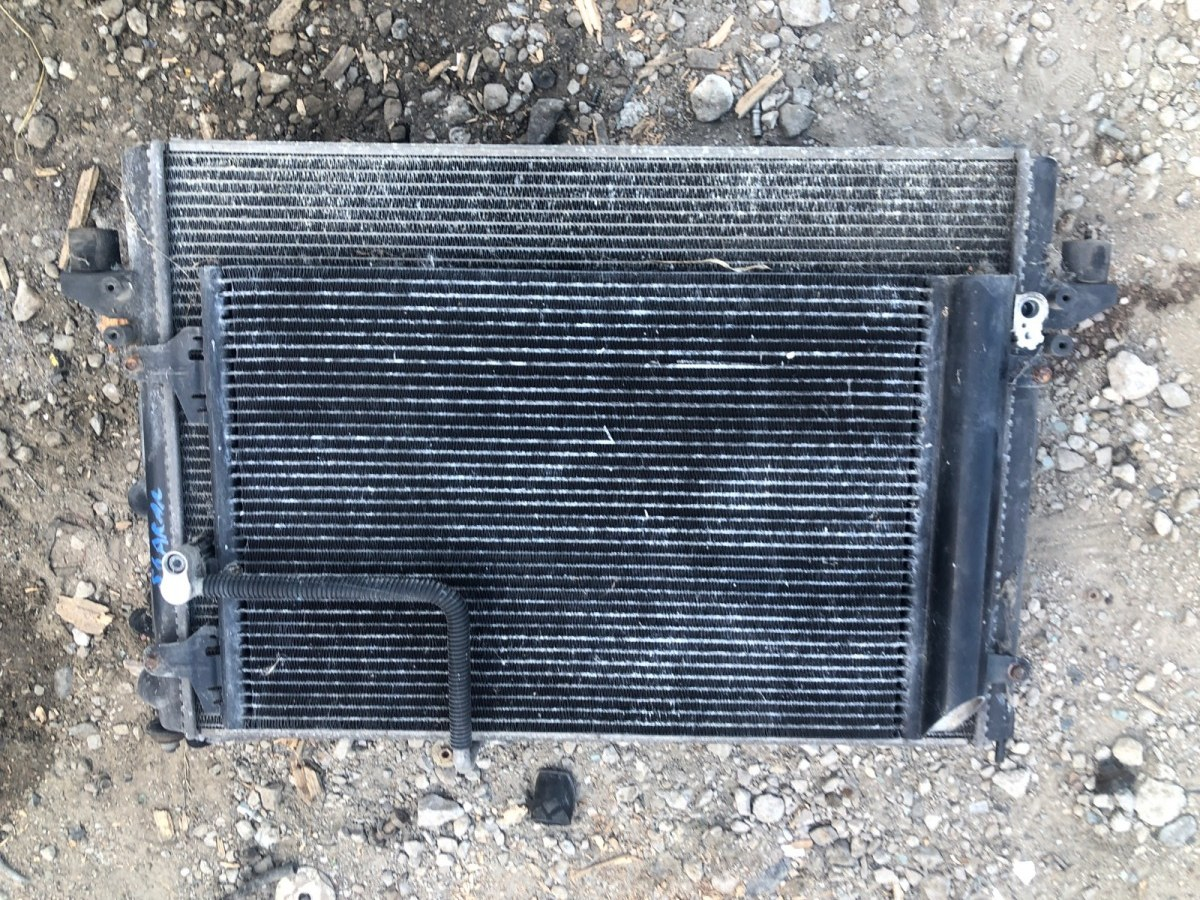 Радиатор охлаждения двигателя Volkswagen Sharan 1997 (б/у)