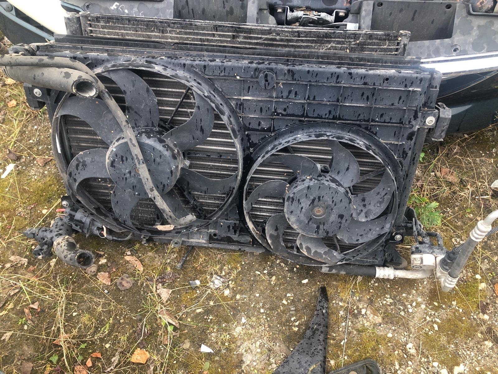 Радиатор охлаждения двигателя Volkswagen Touran 2005 (б/у)