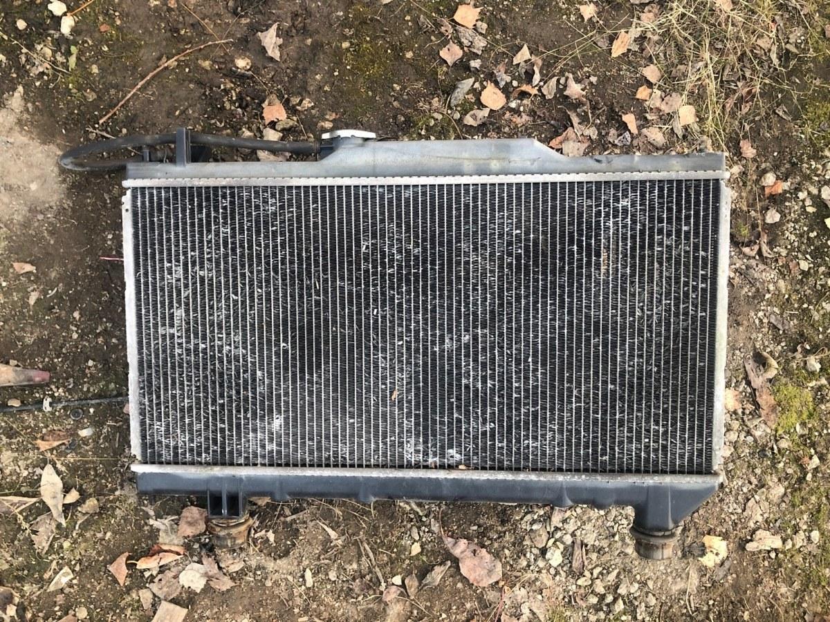 Радиатор охлаждения двигателя Toyota Avensis 1999 (б/у)