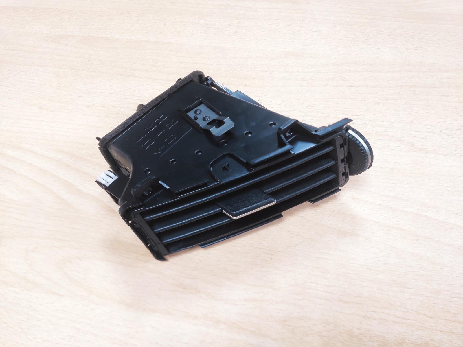 Дефлектор Infiniti Fx35 S50 3.5 2004 правый (б/у)