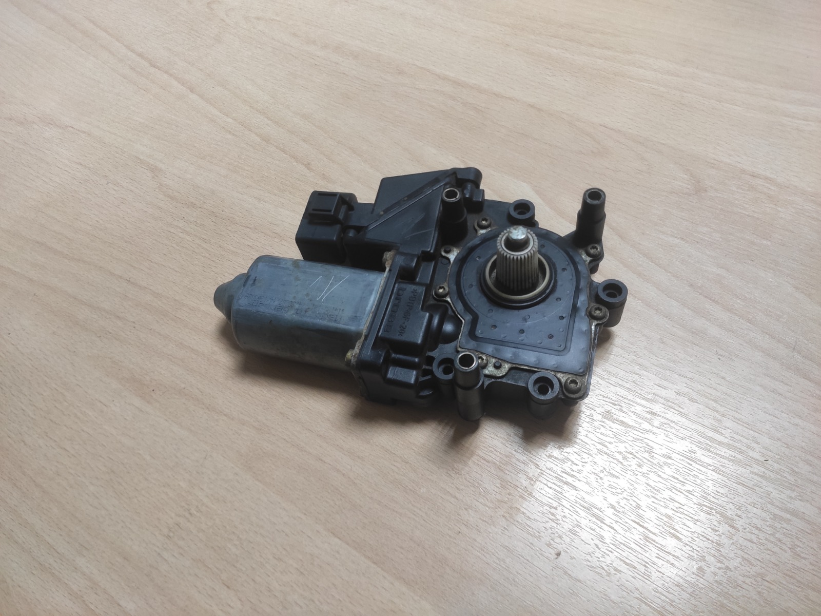 Моторчик стеклоподъёмника Audi A4 передний левый (б/у)