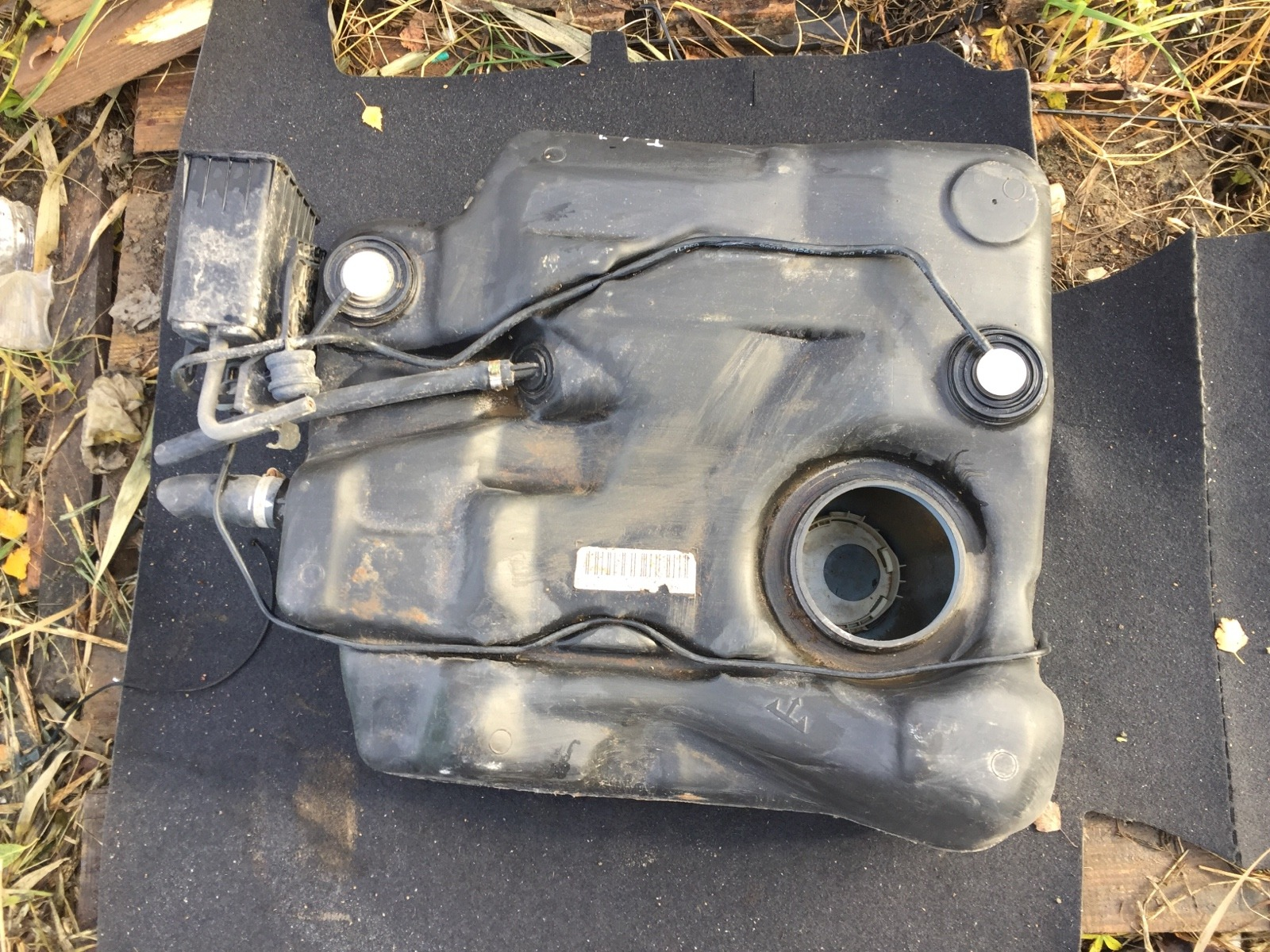 Топливный бак Ford Focus 1 СЕДАН 2.0 1998 (б/у)