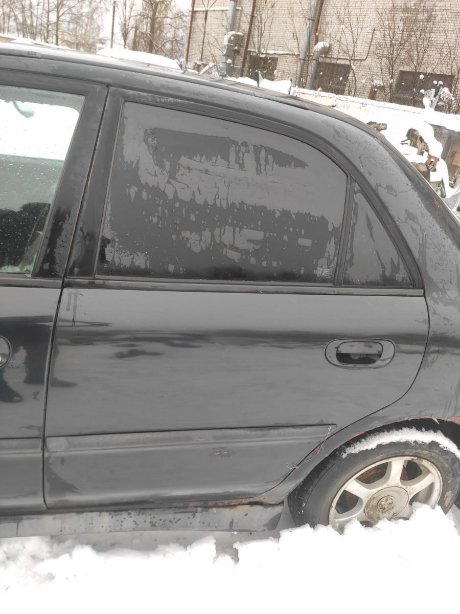 Дверь Mitsubishi Carisma СЕДАН 1.8 GDI 1999 задняя левая (б/у)
