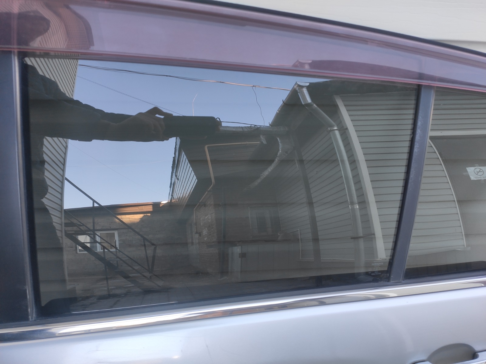 Стекло дверное Nissan Tiida C11 1.5 2004 заднее левое (б/у)