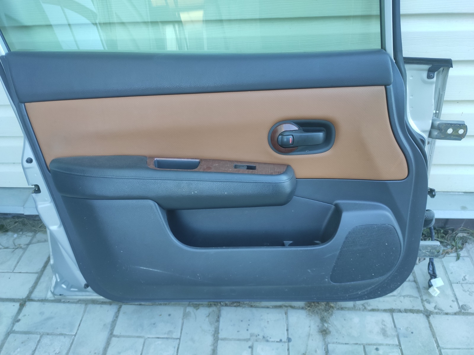 Обшивка двери Nissan Tiida C11 1.5 2004 передняя левая (б/у)