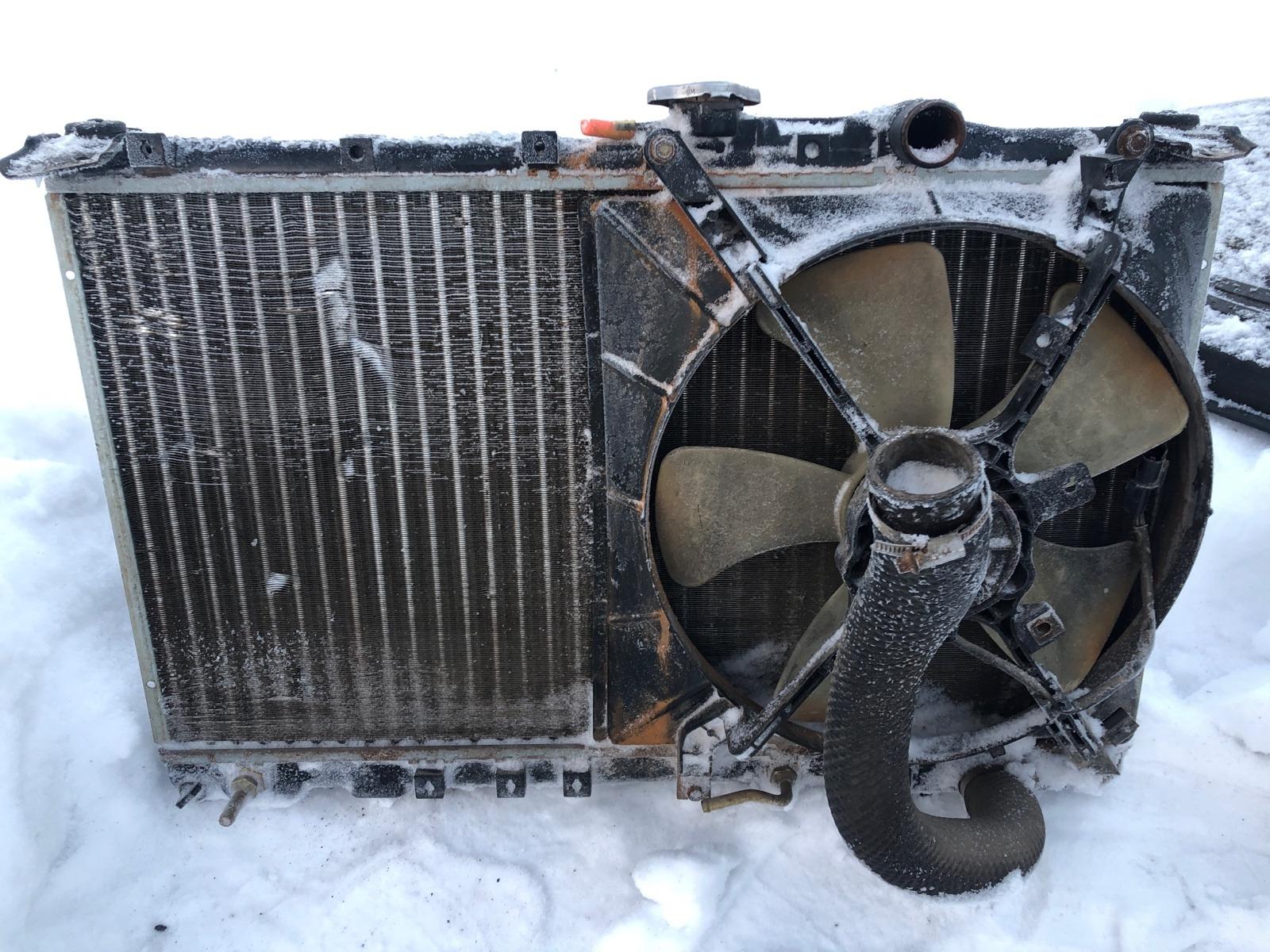 Радиатор охлаждения двигателя Mitsubishi Galant 7 ХЭТЧБЕК 5ДВ. 2.0 1992 (б/у)