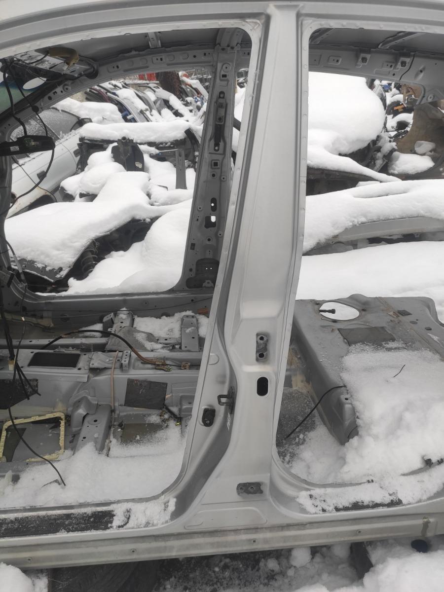 Центральная стойка Nissan Tiida C11 1.5 2004 левая (б/у)