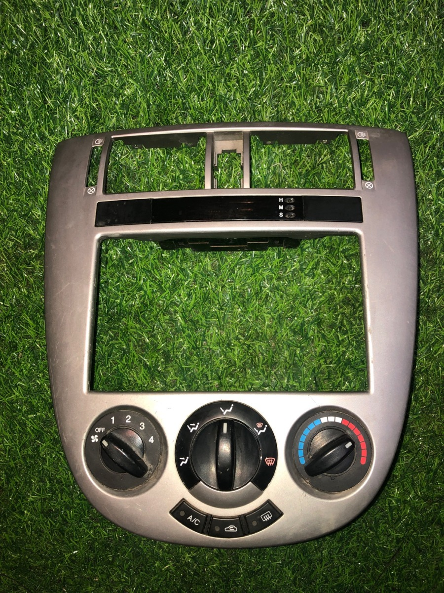 Накладка консоли Chevrolet Lacetti ХЭТЧБЕК 5ДВ. 1.4 2004 (б/у)