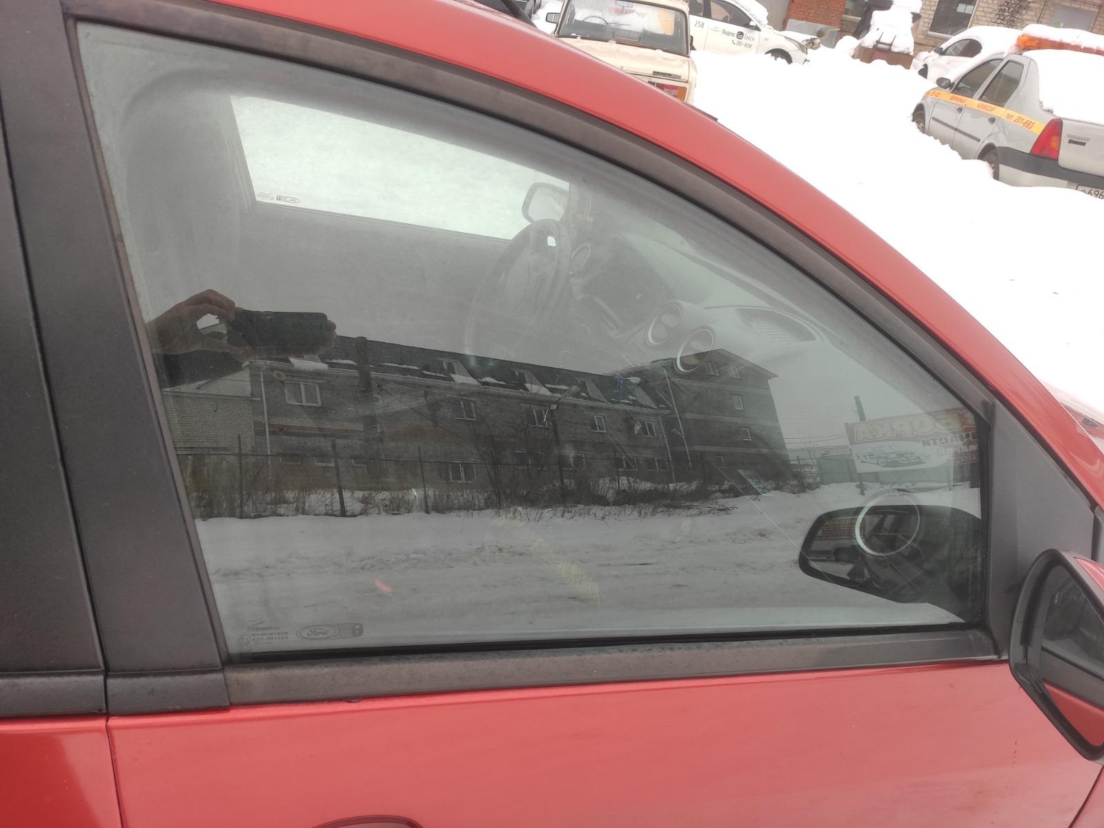 Стекло дверное Ford Fiesta ХЭТЧБЕК 5ДВ. 1.6 2007 переднее правое (б/у)