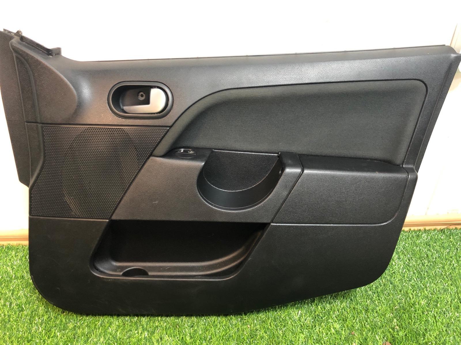 Обшивка двери Ford Fiesta ХЭТЧБЕК 5ДВ. 1.6 2007 передняя правая (б/у)