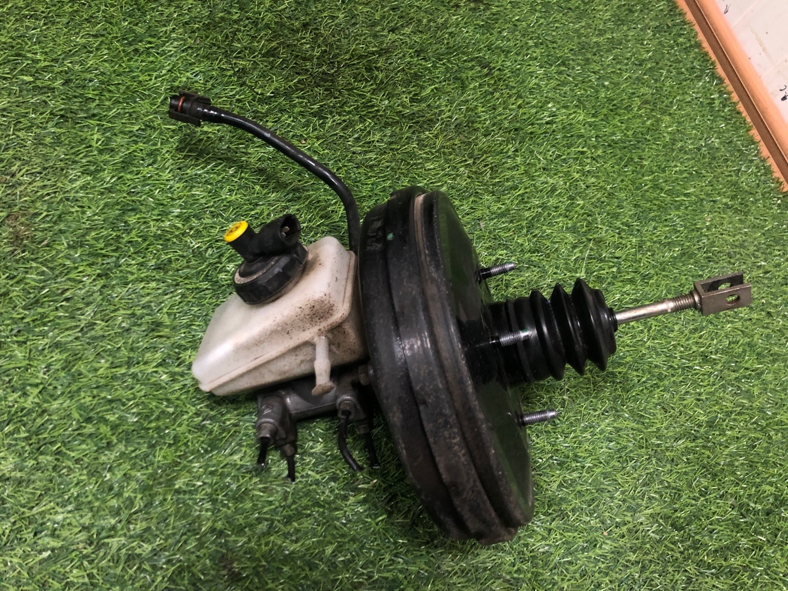 Вакуумный усилитель тормозов Renault Logan СЕДАН 1.4 2005 (б/у)