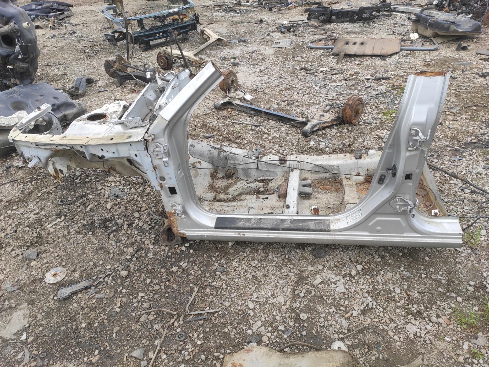 Четверть кузова Kia Elantra XD левый (б/у)