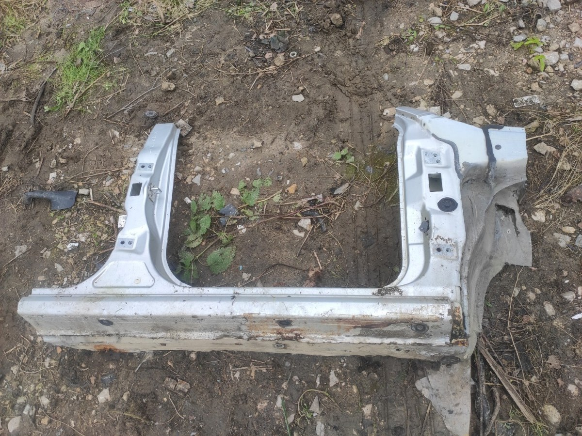 Четверть кузова Skoda Fabia УНИВЕРСАЛ передний правый (б/у)